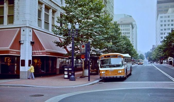 800px-Portland_Mall_in_1982_with_bus_on_6th_Ave_next_to_Meier_&_Frank